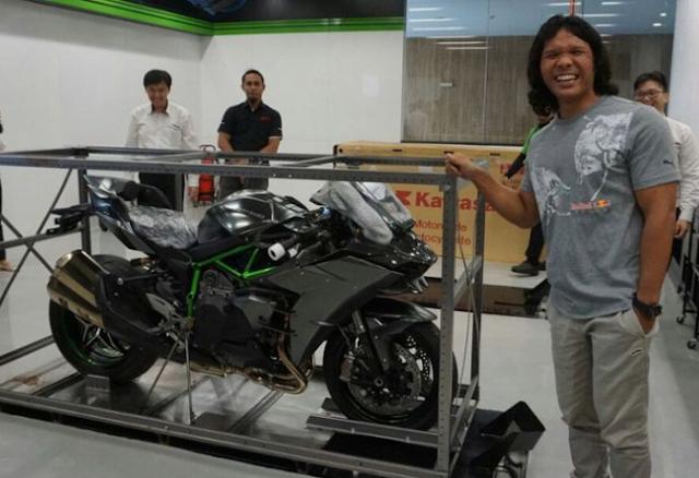 Pemilik Satu-satunya Ninja H2 Carbon di Indonesia
