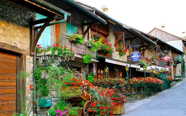 17.) Yvoire, France - Welcome To The 19 Most Charming Places On Earth. They're Too Perfect To Be Real.