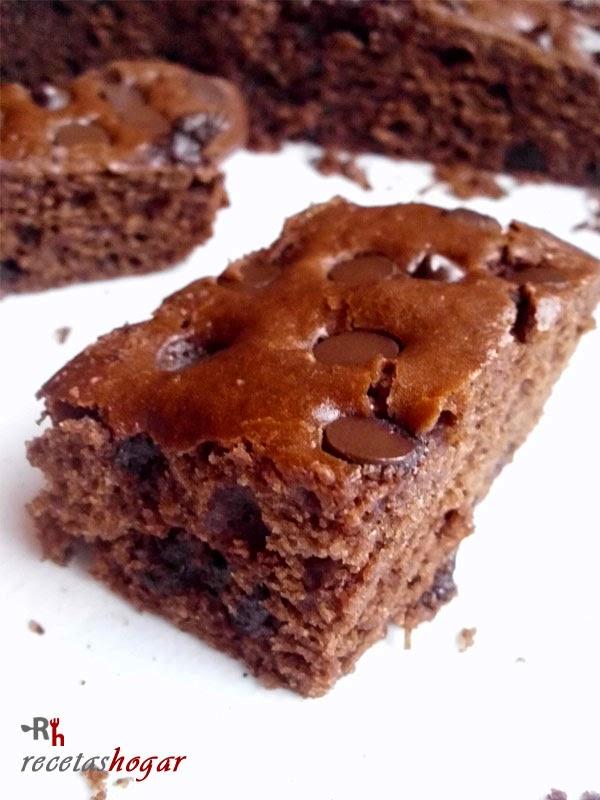 Bizcochón de chocolate con pepitas