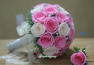 hoa giấy cầm tay cô dâu