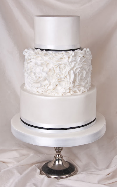 how to make ruffle roses on wedding cake is what you bake it 15987