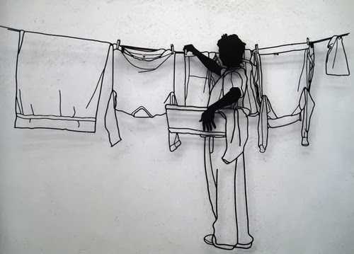 10-Taking-in-the-Laundry-Steel-Wire-Sculptures-Barcelona-Spain-www-designstack-co