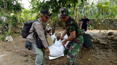 Pasca Jebolnya Tanggul Sungai Cilopadang, Personel Koramil Majenang dan Warga Perbaiki Tanggul