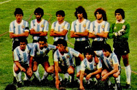 SELECCIÓN DE ARGENTINA - Temporada 1981-82 - Passarella, Jorge Mario Olguín, Galván, Mario Alberto Kempes, Tarantini y Fillol; Américo Rubén Gallego, Ardiles, Valdano, Diego Armando Maradona y Bertoni - ARGENTINA 4 (Bertoni, Maradona 2, Ardiles) HUNGRÍA 1 (Poloskei) - 18/06/1982 - Mundial de España 1982, fase de grupos - Alicante, España, estadio José Rico Pérez