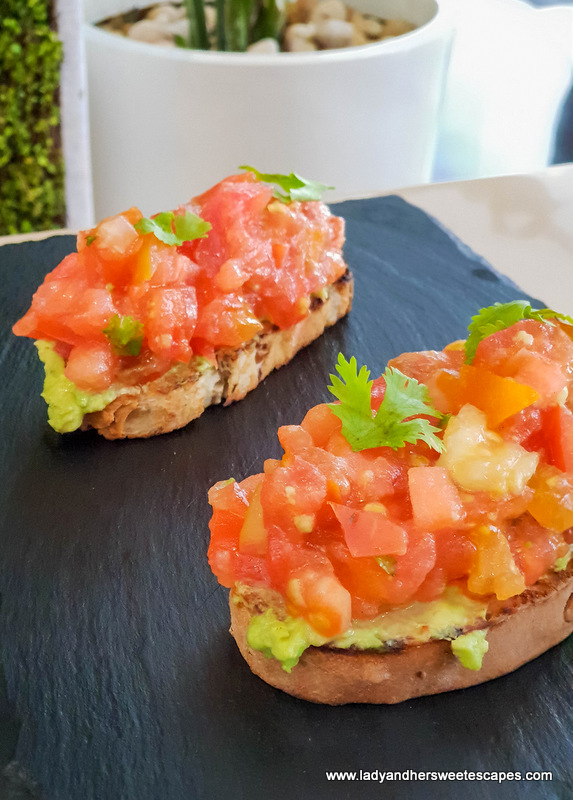 sophies cafe dubai avocado toast