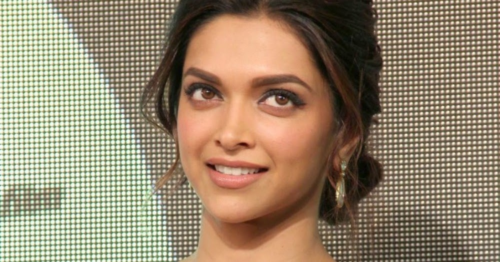 Deepika Padukone Hot Photos At Chennai Express Music