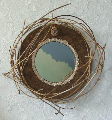 miroir moderne rond fait de la main d'un artiste séverine peugniez pour un salon