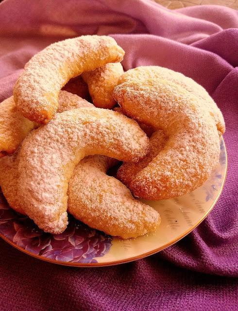 Kruche rożki kokosowe / Coconut Horn Cookies
