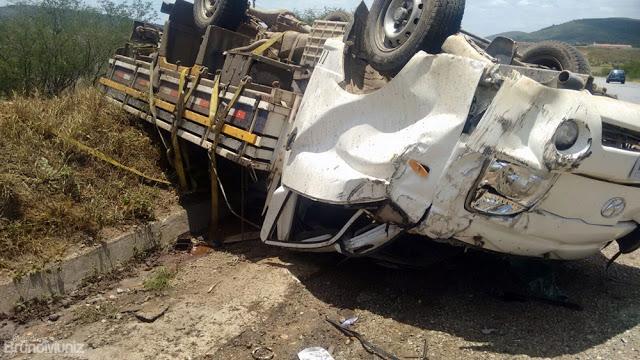 Veículo capota em mais um grande acidente na BR-104