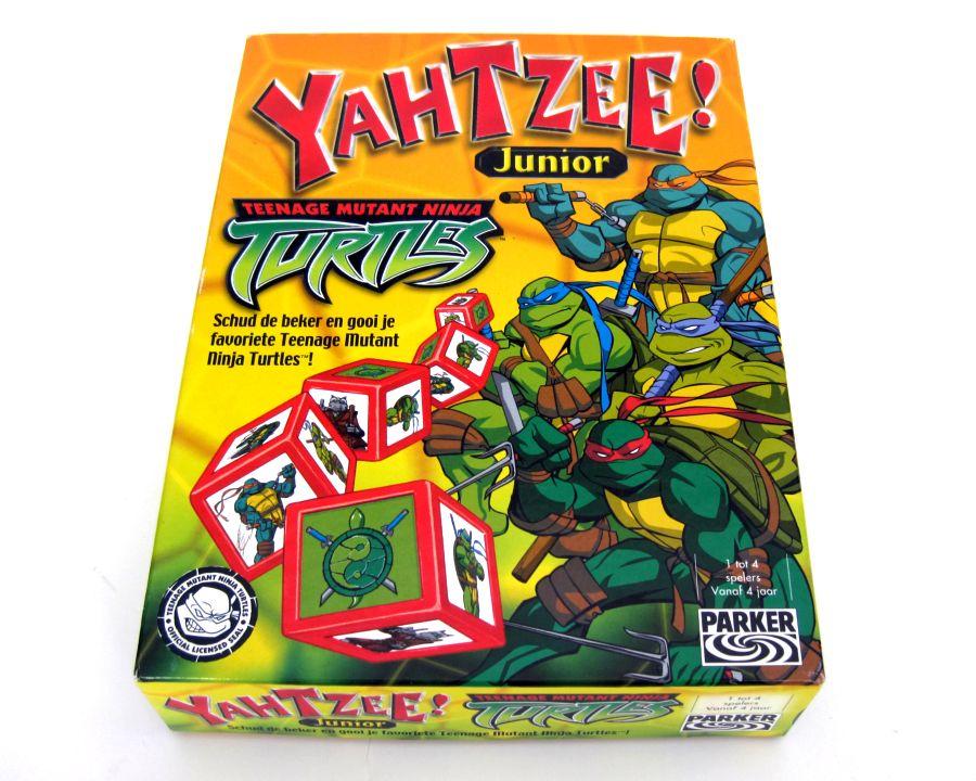 db8051ba876 Een Turtles variant op het bekende spel Yahtzee. Deze 'junior'-versie is in  2003 in Amerika uitgebracht door spellengigant Parker (nr 0104-40551-104)  en in ...
