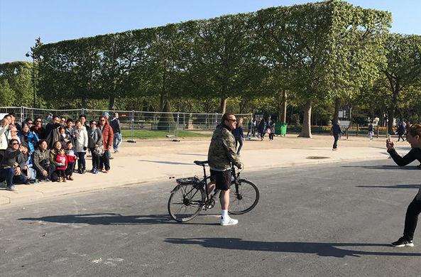 Шварценеггер «испортил» туристам фотографии в Париже