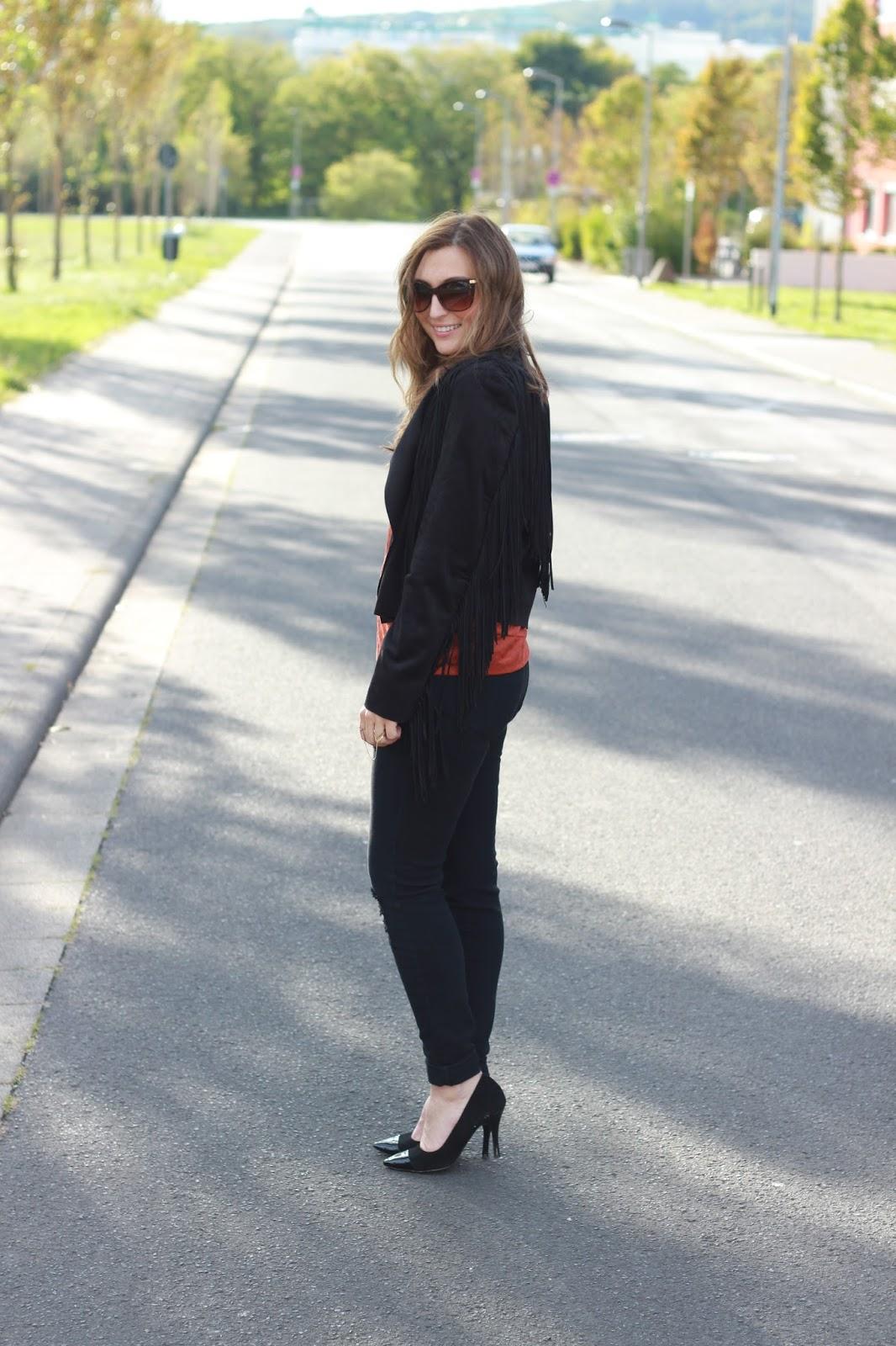 Outfitinspiration - wie trage ich eine Fransenjacke - Fransenjacke kombinieren - Fashionblogger aus DEutschland - DEutsche Fashionblogger