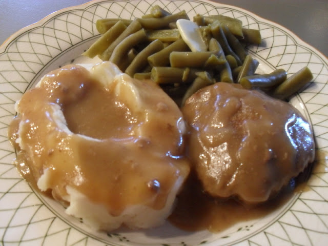 Salisbury Steak, Mashed Potatoes, Green Beans