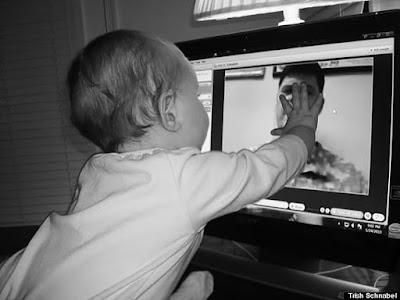 Επικοινωνία μπαμπά και παιδιού και με χρήση Skype