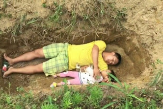 Ayah Ajak Anaknya yang Sakit Keras Tidur di Kuburan