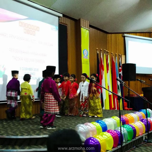 kids graduation activities, tarian kanak-kanak di hari penyampaian hadiah,