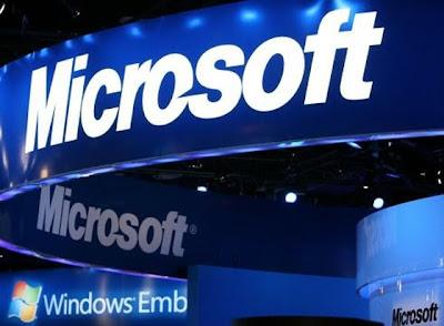 """Microsoft dio a conocer el día de ayer una sorpresa para el mundo de la tecnología con el anuncio de que la compañía había adquirido gran parte de Nokia en un acuerdo de US $ 7,2 mil millones. La palabra de los analistas pintó un cuadro grave. Microsoft supuestamente ha adquirido Nokia por el temor de que la empresa estaba a punto de abandonar la fabricación de teléfonos de Windows. A pesar de la adquisición de Nokia, Microsoft está haciendo lo posible para avanzar en el espacio móvil, según un informe de Bloomberg. Microsoft """"tiene el ojo puesto en"""" BlackBerry"""