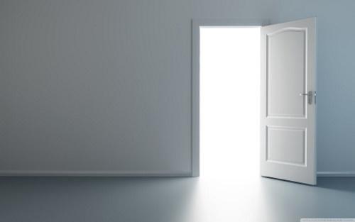 Porta aberta. #PraCegoVer