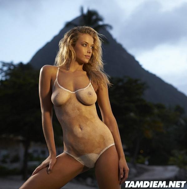Hot girls Hannah Ferguson sexy body painting 5