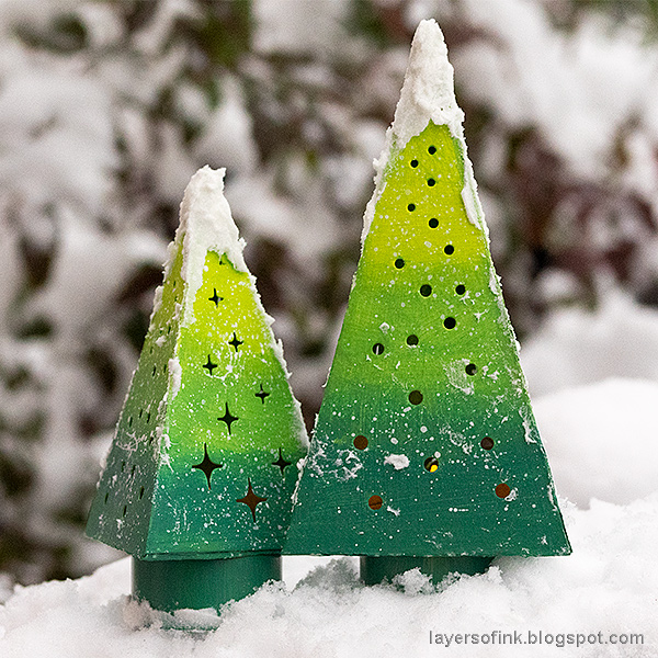 Layers of ink - Tree Lights Tutorial by Anna-Karin Evaldsson. With Tim Holtz Sizzix Tree Lights die.