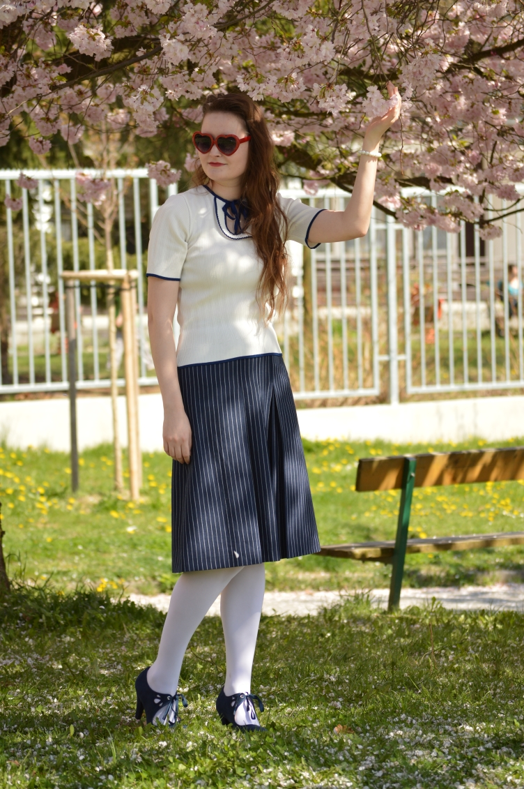 vintage navy outfit, maritime outfit, czech fashion blog, vintage fashion, thrifted skirt, stripes, F&F heels, navy blue white outfit, georgiana quaint, pin up girl outfit