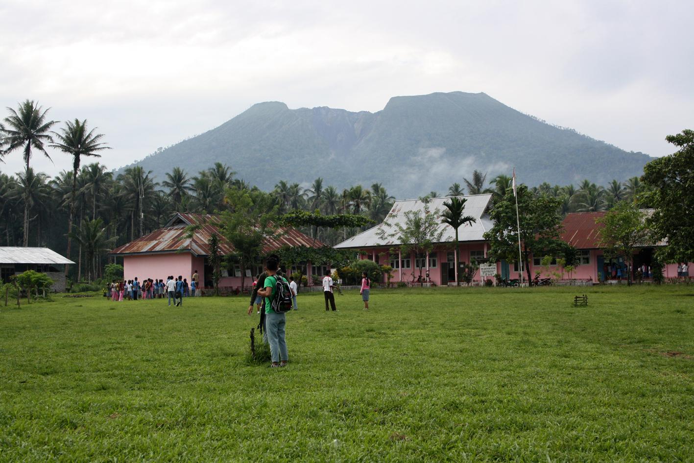 Ecole de Goin au pied du volcan Ibu