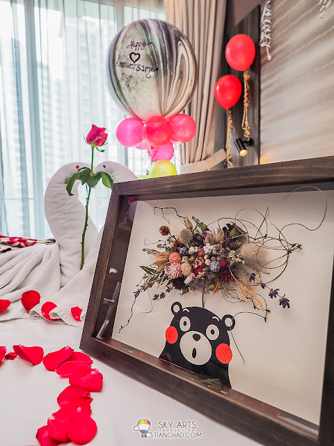 She love Kumamon and dried flower hence I asked @hanamichi_01 to craft us this photo frame