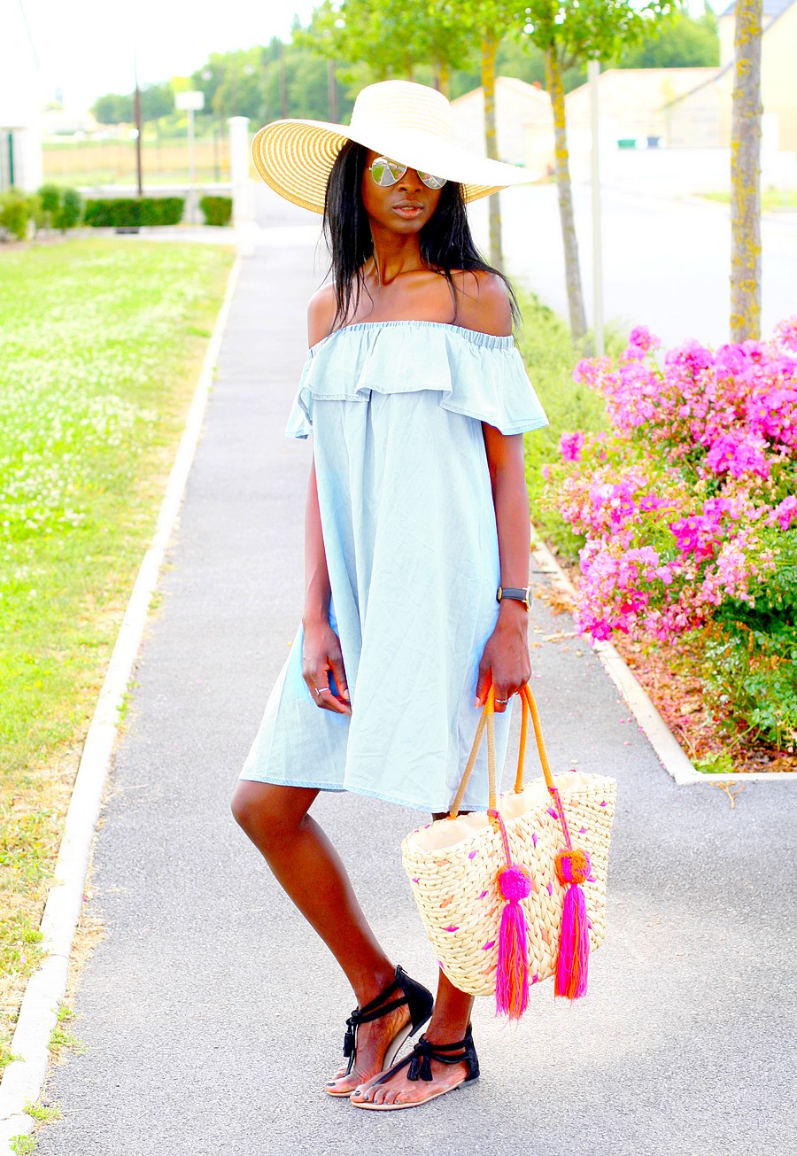 summer-style-off-shoulder-denim-dress-asos-hat-epaules-denudees-sandales-pompoms