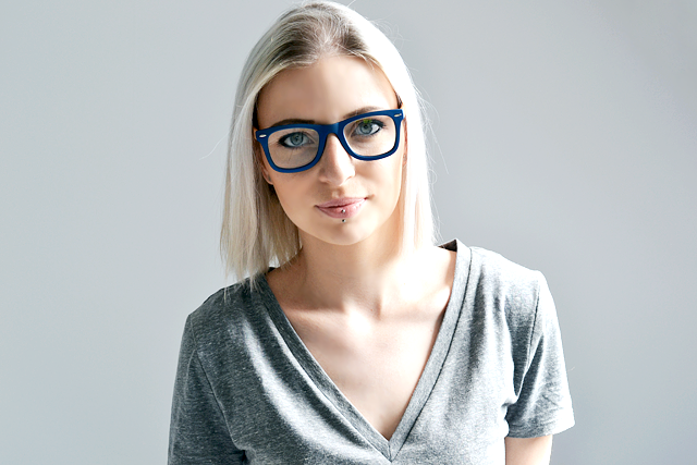Nearsighted glasses, design, budget, cheap, flying tiger, danish design, glasses, wayfarer, ray-ban look a like, knock off, inspired, blue, wood glasses, fashion blogger