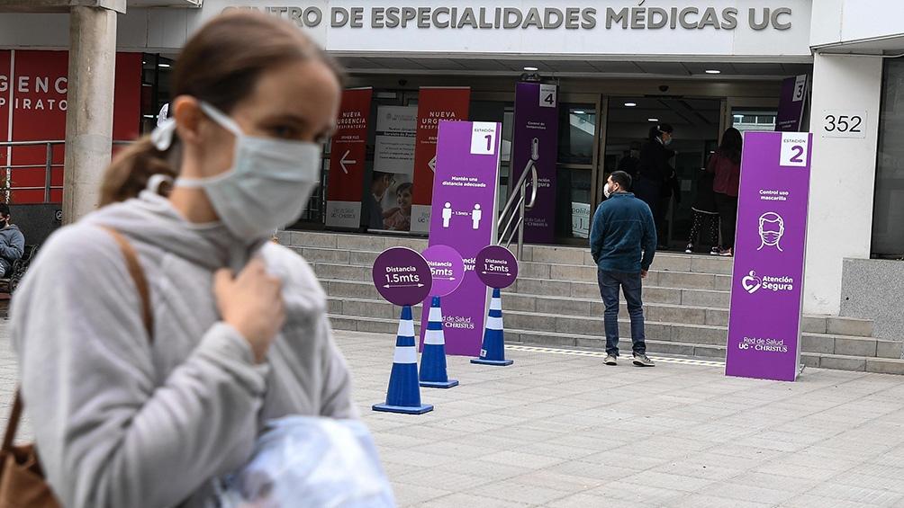 Chile reporta 28 muertes y continúa con más de 2.000 contagios diarios