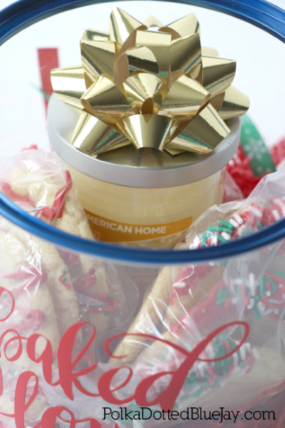 Looking for the perfect Christmas gift for co-workers or friends? Click here to see this DIY Christmas Bucket with cookies and a themed candle from American Home™ by Yankee Candle® Brand. #LoveAmericanHome #cbias #CollectiveBias #ad