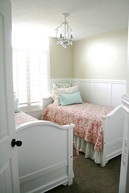 Cute girls room great usage of space for a small room