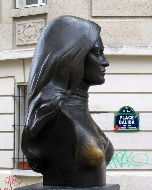 Bust of Dalida by Alain Aslan, Place Dalida, Montmartre, Paris