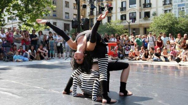 Fundamentos de la creatividad : Teatro callejero