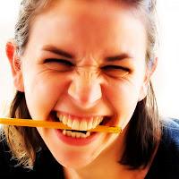 Menggigit Pensil Bisa Redakan Sakit Kepala