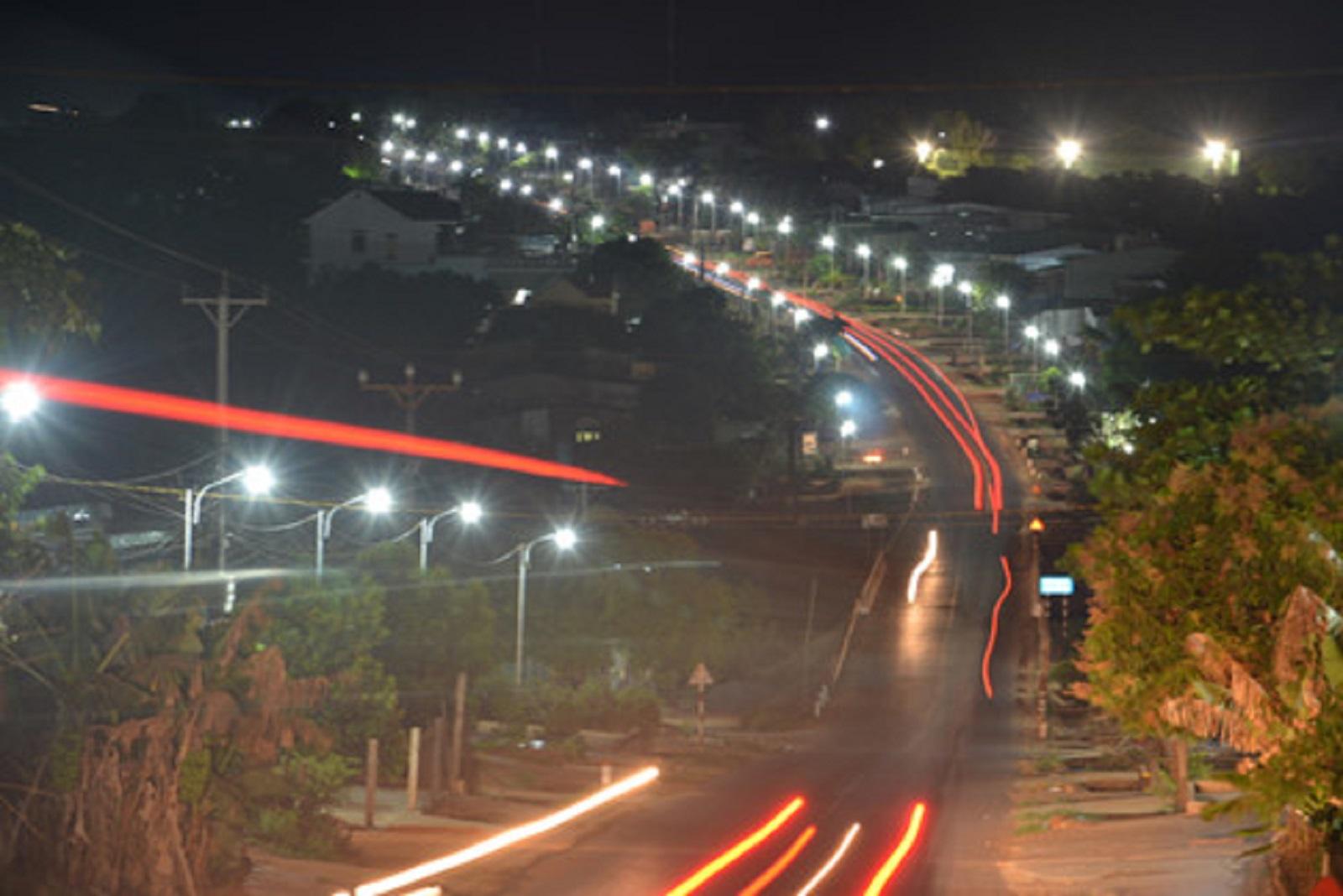 Gia Lai: 1.000 hộ dân tự góp tiền làm đèn đường, trả tiền điện... chiếu sáng quốc lộ