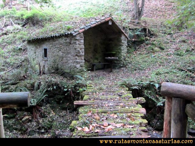 Ruta al San Justo o Cogollu: Cabaña en el camino