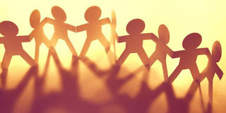 Jadilah teman yang baik bagi teman-temanmu dan carilah teman yang baik yang membuatmu diliputi kebaikan ketika bersamanya.