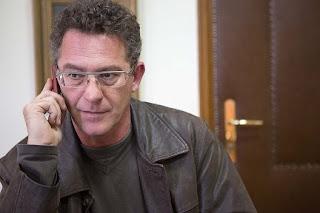 Ο Κ. Αρβανίτης τηλεφωνεί σε δημοσιογράφους