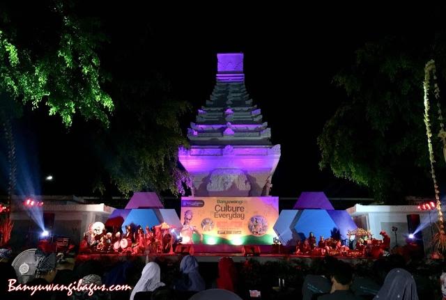 Pertunjukan seni Banyuwangi Culture Everyday digelar setiap hari di Taman Blambangan.