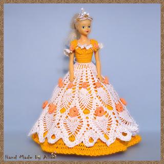 платье для куклы крючком с розами