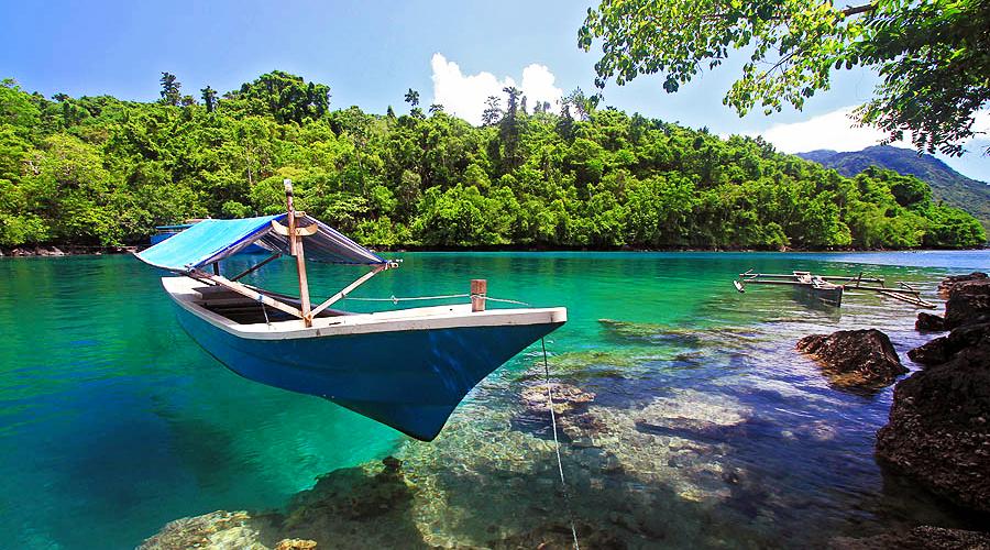wisata indonesia top perahu melayan magis pantai terumbu karang indah