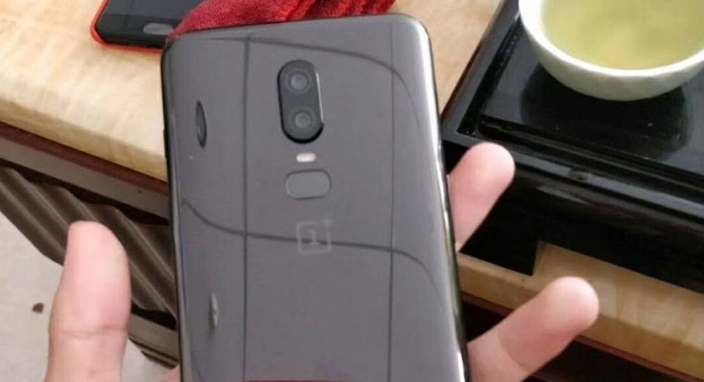 Leaked Screenshot Tips OnePlus 6 to have a 19:9 Notch Display