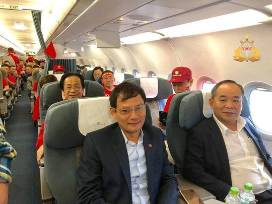Ông Nguyễn Lân Trung nói gì về việc sang Malaysia cổ vũ và quấn Quốc kỳ ngang hông?