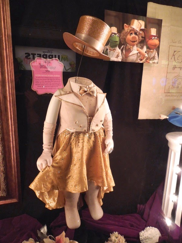 Muppets Most Wanted Miss Piggy opening number costume