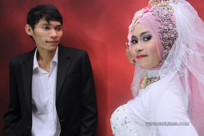 Pose Titin & Saep Bridal Gown Moeslim || Foto Oleh : Klikmg.com Fotografer Pernikahan Purwokerto