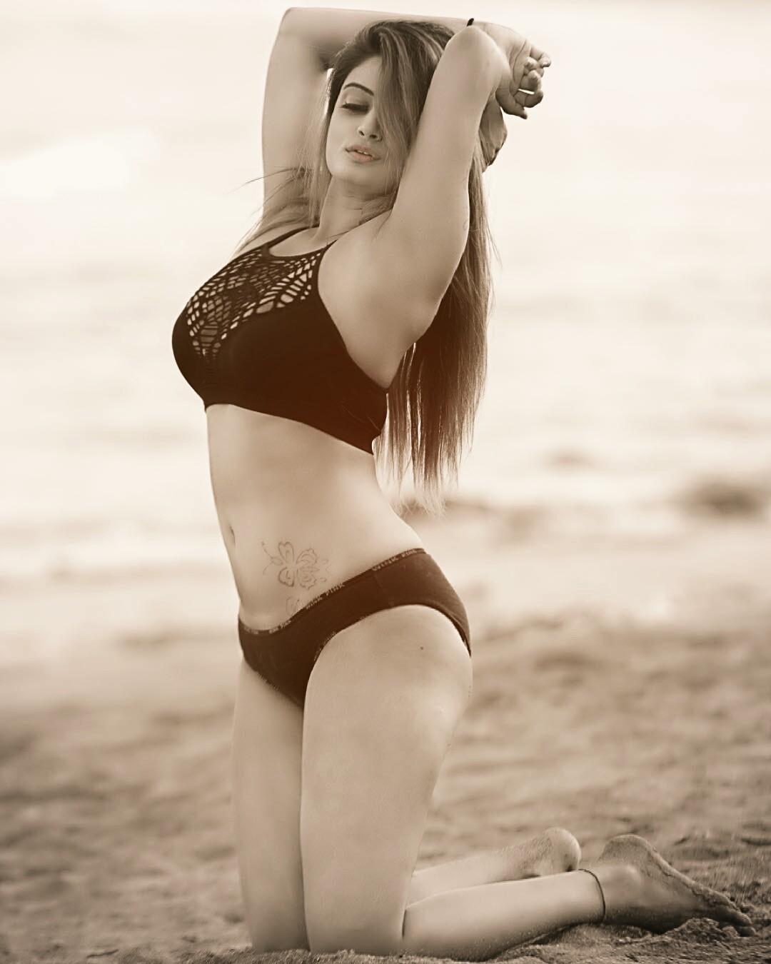 Indian Model Twinkle Kapoor Hot Instagram Photos
