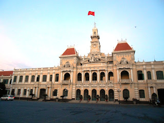 backpacking ke ho chi minh city hall