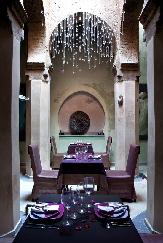Safari Fusion blog >< Ultra violet | Pantone Colour of the Year 2018 | Dining room at Riad Siwan Marrakech, Morocco