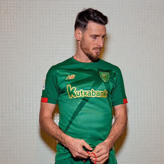 7d475dfd The logos on the Athletic Bilbao 2019-2020 away jersey are golden,  including a green-gold rendition of the club crest.